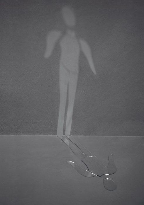 Mariana Vassileva / 2009 / broken man / mirror / Dimensions variable