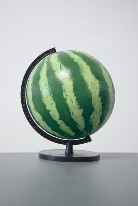 Mariana Vassileva / 2011 / globeb/ painted plastic / 31x31cm