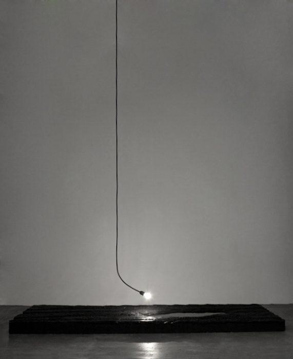 Mariana Vassileva / 2011 / puddle / Silicon / water lamp / 250x100x11cm