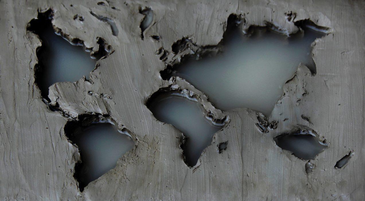 Mariana Vassileva / 2013 / big puddle / Photo Print on aludipond / 33x60cm