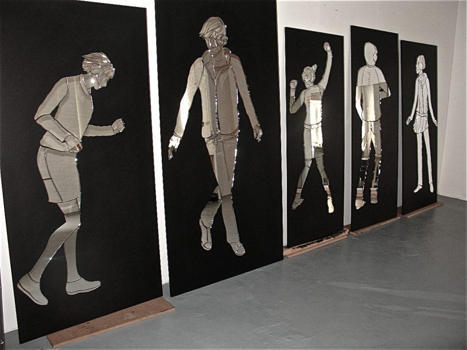 Mariana Vassileva / 2013 / in the movement / installation / mirror drawings / 450x220cm