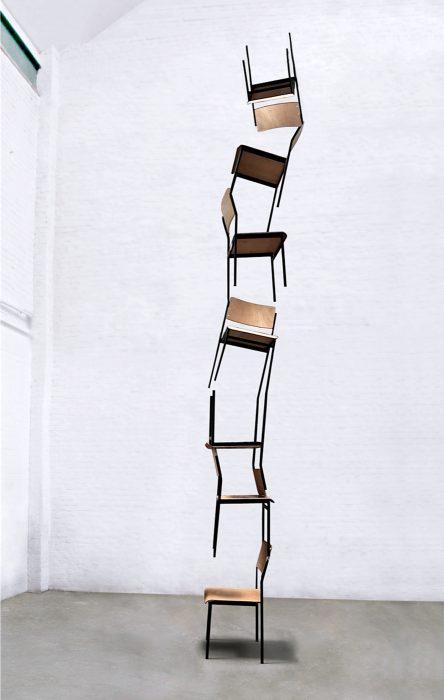 Mariana Vassileva / 2016 / Denkpause / school chairs / 500x45cm