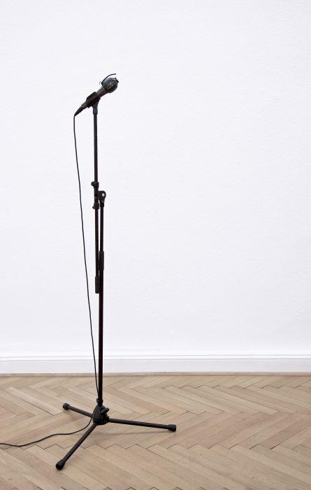 Mariana Vassileva / 2017 / microfon / Object / artificial material / 130cm