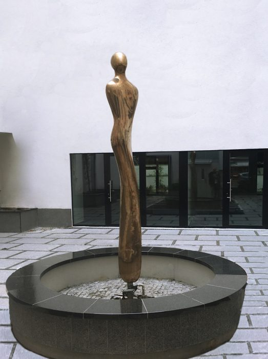Mariana Vassileva / 2017 / proppelina / sculpture / bronze 300x45cm